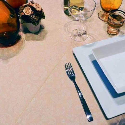 Victoria Sabbia Tovaglia 120x120 (Neutri) di www.monochic.it Tovaglie Monouso