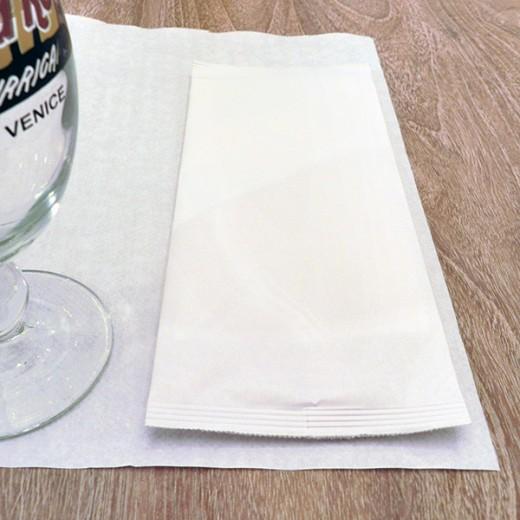 Busta Portaposate Bianca con tovagliolo (Bianco) di www.monochic.it Portaposate Monouso