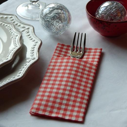 Italo Bordeuax Tasca Portaposate (Rosso) di www.monochic.it Portaposate Monouso