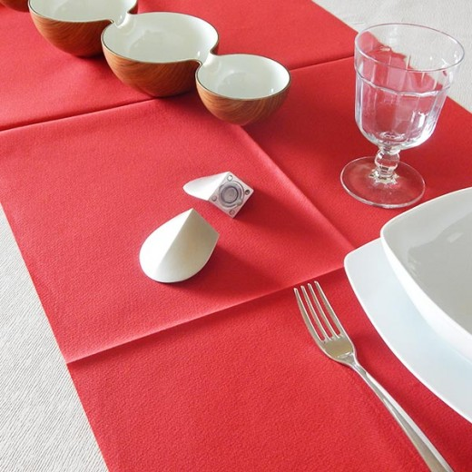 Tinta Unita Rosso Runner 120x40 (Natale) di www.monochic.it Tovaglie Monouso