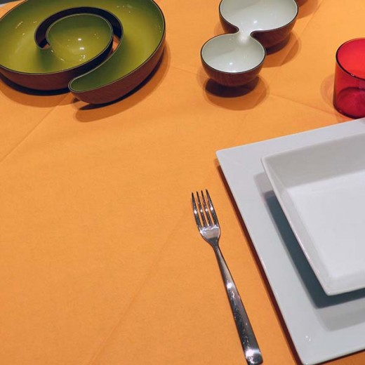 Tinta Unita Arancio Tovaglia 120x120 (Arancio) di www.monochic.it Tovaglie Monouso