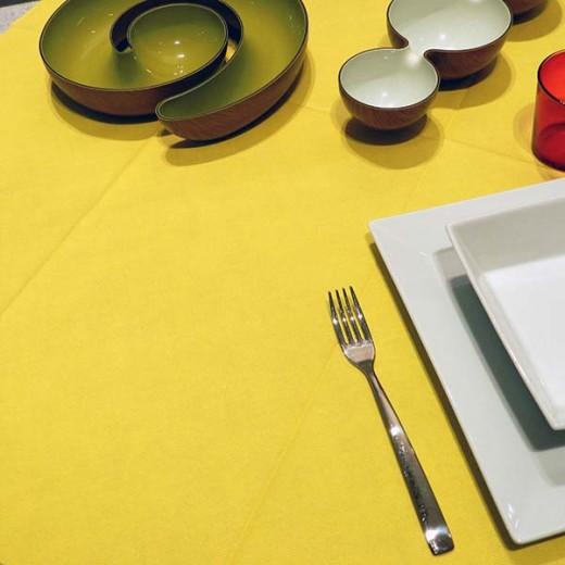 Tinta Unita Giallo Tovaglia 100x100 (Giallo) di www.monochic.it Tovaglie Monouso