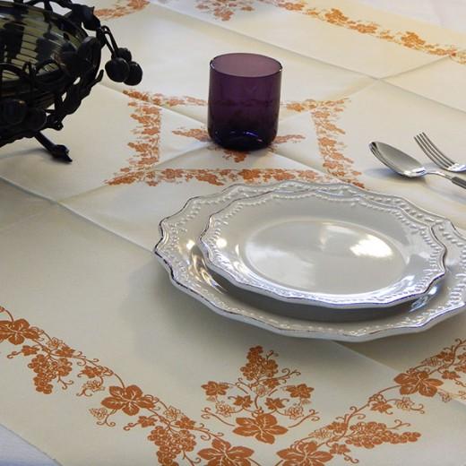 Uva Ocra Tovaglia 100x100 (Arancio) di www.monochic.it Tovaglie Monouso