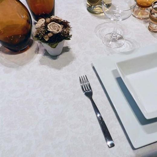 Victoria Bianco Tovaglia 120x120 (Bianco) di www.monochic.it Tovaglie Monouso