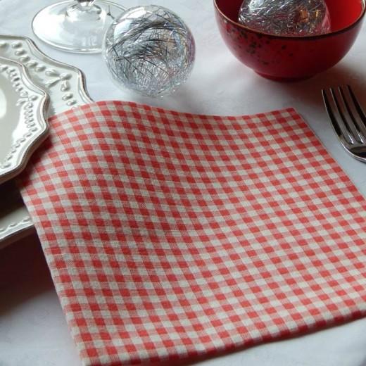 Montano Rosso Tovagliolo 40x40 (Bordeaux) di www.monochic.it Tovaglioli Monouso